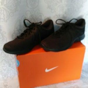 Nwot Nike running shoes